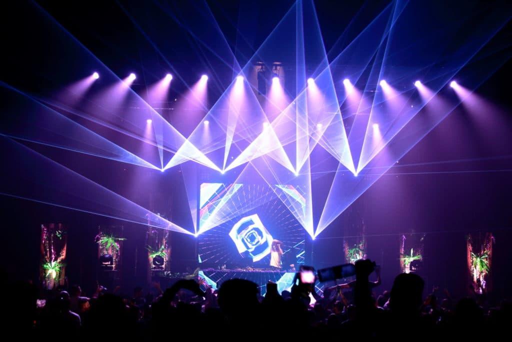 festival électro laser show lumière